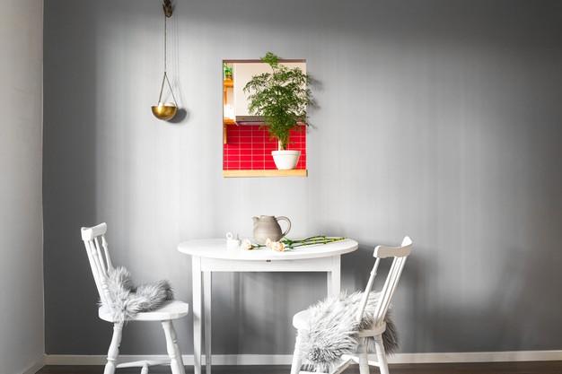 spisebord med hvide stole